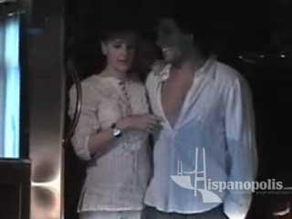 Eduardo Yanez sale de fiesta con su nueva novia Chantal Andere y con Angelica Ribera con la cual tambien se le relaciona y al final Eduardo se toca la entrepierna enfrente de ellas.