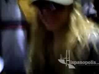 Unas paparazzi capto a Abril Lavigne llegando al aeropuerto de México