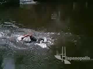No es una nadada cualquiera, ya que es en una fosa de agua de deshielo, Juan que así se llama este muchacho tiene 14 años y además acaba de ser 3er lugar en TKD felicidades Juan del grupo 33 de Coacalco Tropa Gondor.