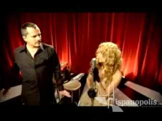 Un buen video de una canción clásica del Sr. Miguel Bosé, acompañado de la guapa mexicana Paulina Rubio.