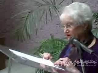 """Mensaje de Sra. Daneille Wolfowitz (sobreviviente del holocausto) durante el evento del Instituto Cultural México-Israel en la inauguración de la exposición """"Niños y Mujeres del holocausto""""."""