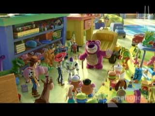 Esperadísima tercera parte de Toy Story. Woody, Buzz y el resto de la pandilla de juguetes son donados a una guardería infantil, después de que su propietario, Andy se va a la universidad. Luego de ser tratados sin ninguna consideración por sus nuevos dueños trataran de escapar hacia la libertad.