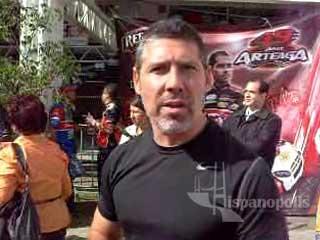 Carlos Contreras de NASCAR saluda a Hispanopolis