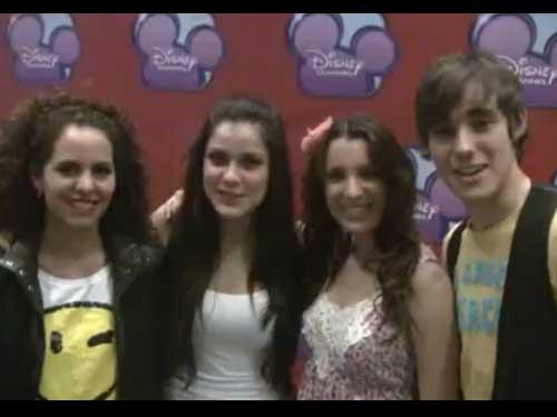 Nuestos amigos de la serie Cuando toca la Campana de Disney Channel mandan saludos a todos en foroJudio.com
