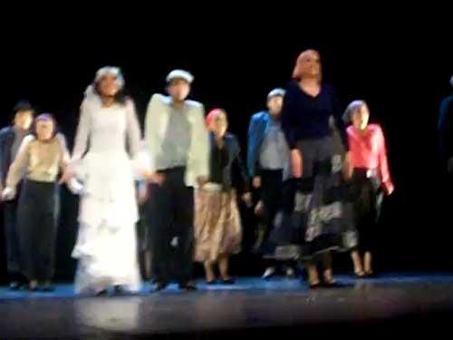 Con cantos, danzas y música de Israel, la Compañía de Danza Judía en México Anajnu Veatem celebró anoche su 40 aniversario en los escenarios, durante una función que ofreció en el Teatro de la Ciudad Esperanza Iris, de esta capital.
