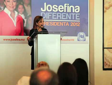 Josefina Vázquez Mota, precandidata del PAN a la Presidencia de la República, dialoga con ciudadanos de Nuevo León sobre sus propuestas en materia de economía y educación.