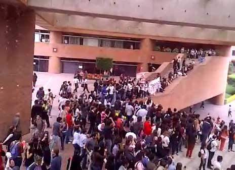 Enrique Peña Nieto es mal recibido en la Universidad Iberoamericana