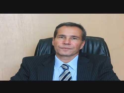 Alberto Nisman, Fiscal General de la Unidad Fiscal de Investigación en Argentina Amia. Nos platica en exclusiva para DiarioJudio.com sobre los responsables del atentado, su relación con Boston y otros actos sobre las dificultades para atrapar a los culpables plenamente identificados, la posición del Gobierno Argentino, el terrorismo en América Latina y su visita a México.  El Sr. Nisman se reunió con líderes del CDI de México para platicar sobre este importante caso, esclarecer dudas y comentar los alcances y futuro de su trabajo, posteriormente se reunió con el Grupo Polémica y Café, exclusivo para hombres que esta vez recibió a señoras.  Una plática que resultó polémica, como es la dinámica de este grupo coordinado por Samuel Rubinstein, donde cuestionaron abiertamente sobre su trabajo, sobre el papel del Gobierno Argentino y por supuesto de la persecución de estos viles asesinos escudados por un Gobierno Iraní.  Si quieren conocer más sobre este atentado, sobre su repercusión mundial y su ejemplo a 11 años de ocurrido, de cómo no debemos dejarlo pasar y la influencia iraní en el mundo y escuchar de su viva voz estos y otros interesantes temas les dejamos la entrevista exclusiva. *Te invitamos a ver la galería de imágenes sobre este evento.