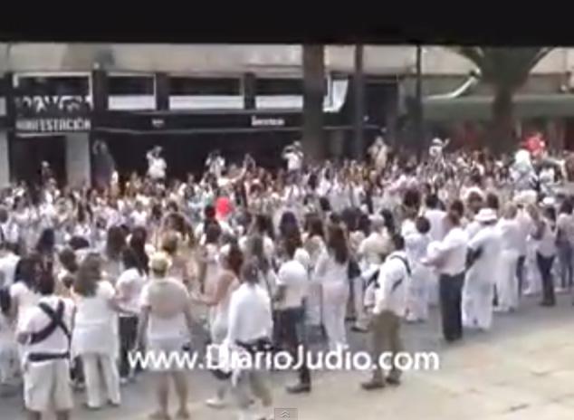 Salam Shalom: Paz en el Monumento a la Revolución, bailando todos juntos